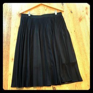 Elie Tahari Black pleated skirt